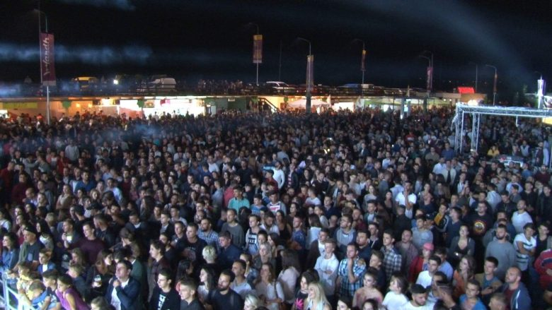 Mbrëmje e parë historike në HardhFest, sonte performon ish-anëtari i Deep Purple (Foto/Video)