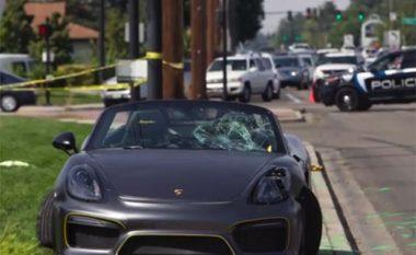 Porsche del nga rruga dhe përplasë 11 persona, asnjë prej tyre nuk merr lëndime të rënda (Video)