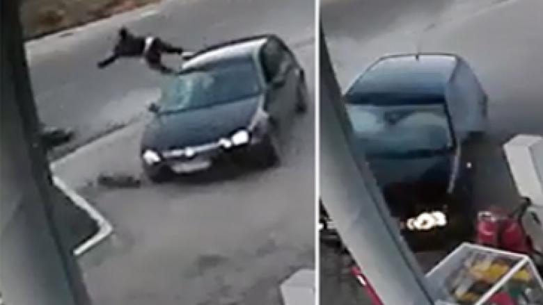Vetura godet të riun shqiptar me motor, e hedh në ajër dhe përplaset për një pikë karburanti (Video)