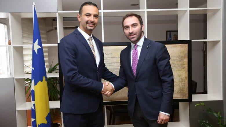 Stavileci ia dorëzon detyrën ministrit të ri të MZHE-së, Valdrin Lluka