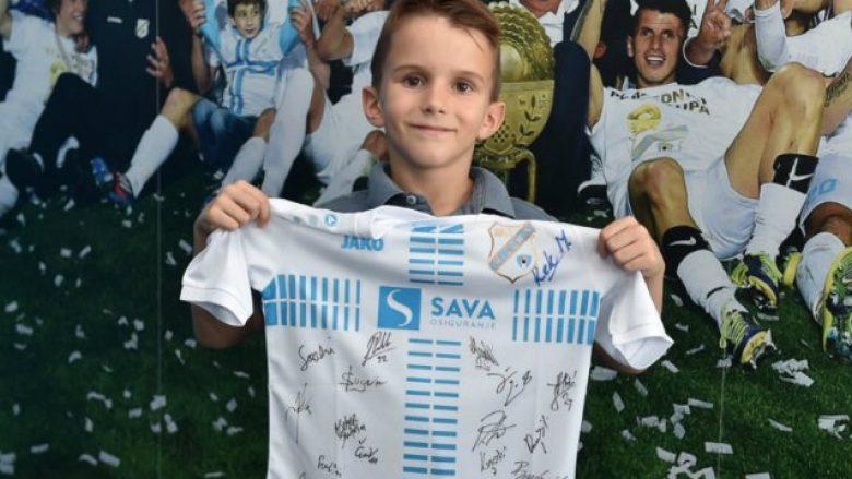 Djaloshi tetë vjeçar që e refuzoi 'ofertën' e Vucicit: Jam fans i Rjekës – Klubi kroat e befason këndshëm tifozin e ri (Foto)