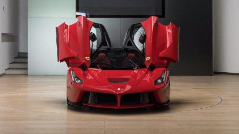 E bleu për 2,1 milionë euro, por ky Ferrari nuk është për vozitje (Foto)