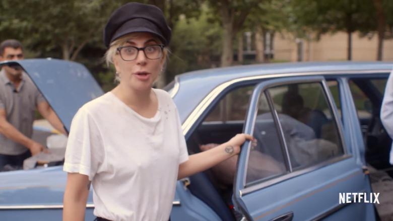 Lady Gaga pi marihuanë në dokumentarin autobiografik (Video)