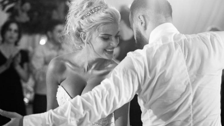 Dalin detaje tjera të dasmës ku Marina festoi deri në mëngjes me fustan tjetër (Foto)
