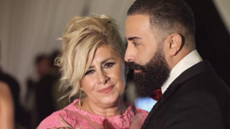 Nëna e Getit shijoi dasmën e djalit, dukja e saj la mbresa pozitive (Foto)