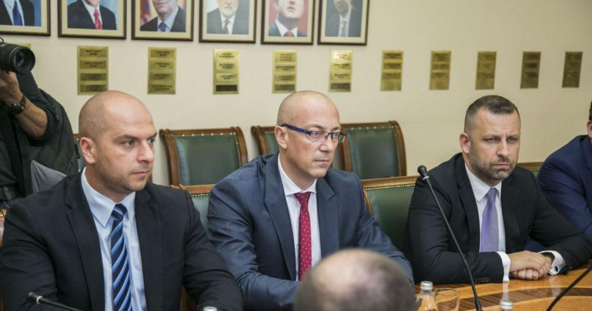 Lista Serbe reagon pas shkarkimit të Rikalos: Qeveria e Kosovës nuk ka legjitimitet