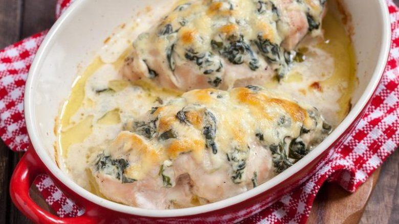 Mish i pjekur pule me spinaq: Drekë e mrekullueshme për gjithë familjen
