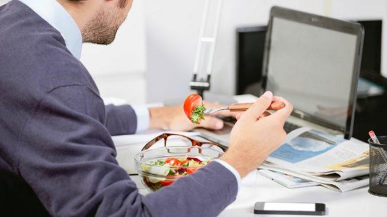 Nuk ka rëndësi vetëm ajo çfarë hani – por edhe koha kur hani