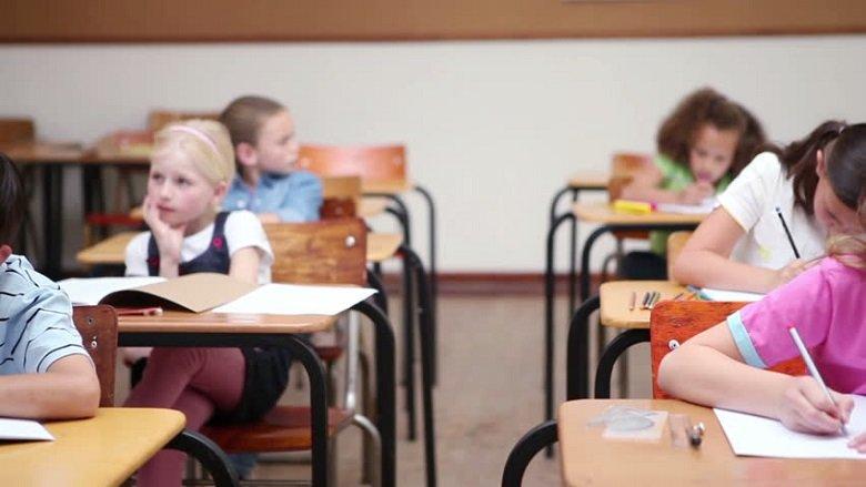 Viti i ri shkollor në Maqedoni me probleme të vjetra