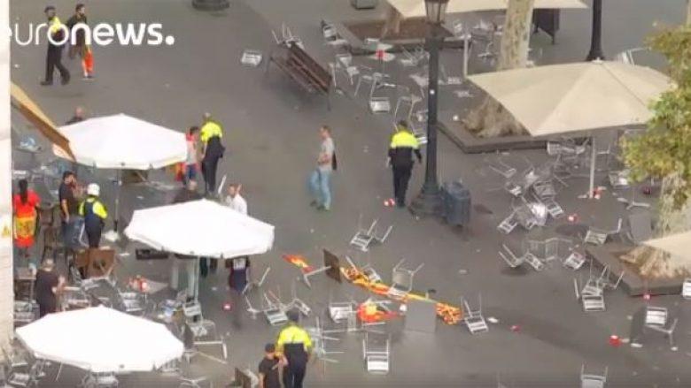Rrahje masive mes mbështetësve të pavarësisë së Katalonisë dhe atyre që janë kundër (Video, +18)