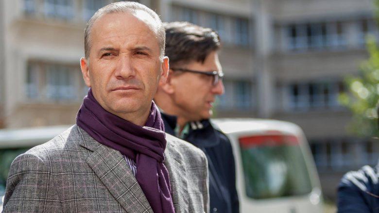 Selim Pacolli pastron Prishtinën nga mbeturinat (Video)
