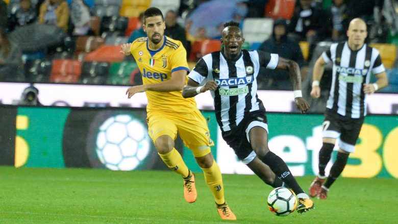 UDINE, ITALY - OCTOBER 22:  Seko Mohamed Fofana (L) of Udinese Calcio competes with Sami Khedira of Juventus during the Serie A match between Udinese Calcio and Juventus at Stadio Friuli on October 22, 2017 in Udine, Italy.  (Photo by Dino Panato/Getty Images)