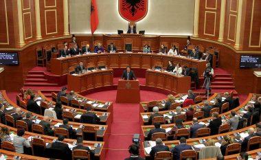 """Shqipëri: Miratohet """"anti-shpifja"""", 82 deputetë votojnë pro në Kuvend"""