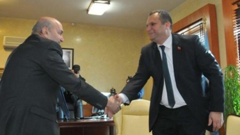 Mustafa i ofron punë Shpend Ahmetit: Zëdhënës i Abrashit