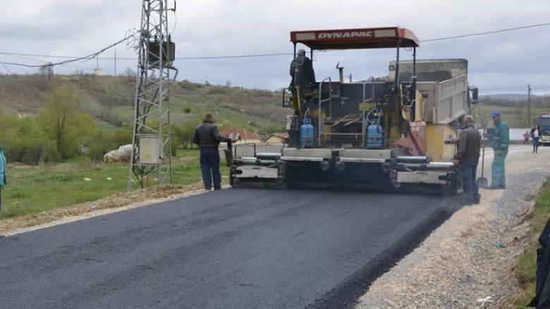 Lekaj inspekton punimet e rrugëve në Komunën e Gjakovës