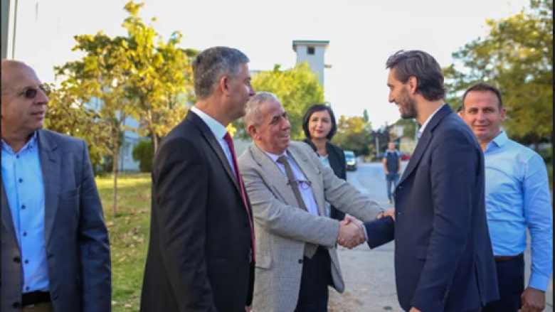 Ministri Ismaili vizitoi Spitalin e Gjilanit