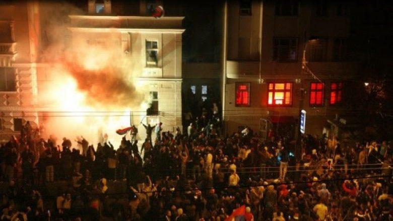Ambasada e SHBA-së në Beograd: Është vështirë e kuptueshme pse askush nuk u dënua për djegie