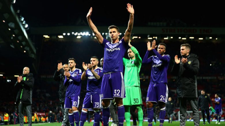 MANCHESTER, ENGLAND - APRIL 20:  Leander Dendoncker of RSC Anderlecht (32) and team mates salute the travelling fans after the UEFA Europa League quarter final second leg match between Manchester United and RSC Anderlecht at Old Trafford on April 20, 2017 in Manchester, United Kingdom. Manchester United reach the semi-finals 3-2 on aggregate.  (Photo by Michael Steele/Getty Images)