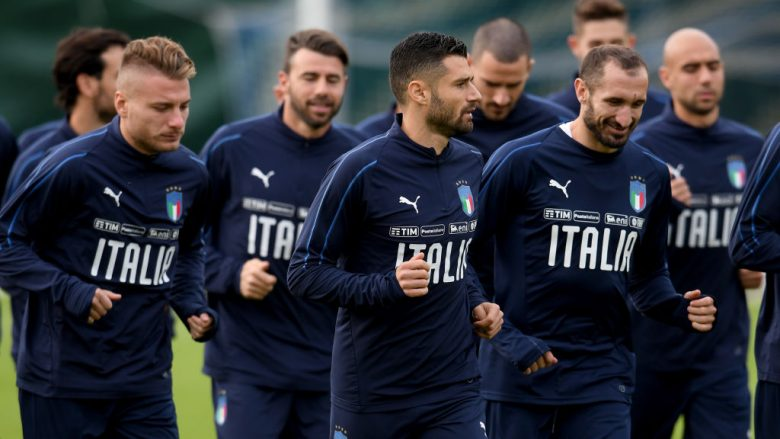 FLORENCE, ITALY - NOVEMBER 09:  Antonio Candreva of Italy (C) in action during the training session at Italy club's training ground at Coverciano on November 9, 2017 in Florence, Italy.  (Photo by Claudio Villa/Getty Images)