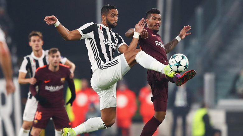 TURIN, ITALY - NOVEMBER 22: Medhi Benatia of Juventus and Paulinho of Barcelona battle for possession in the air during the UEFA Champions League group D match between Juventus and FC Barcelona at Allianz Stadium on November 22, 2017 in Turin, Italy.  (Photo by Michael Steele/Getty Images)