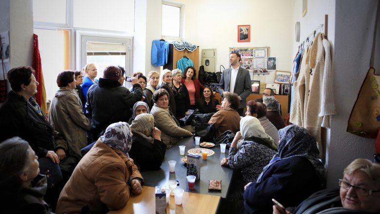 Abrashi zotohet për ndërtimin e qendrave ditore për të moshuarit
