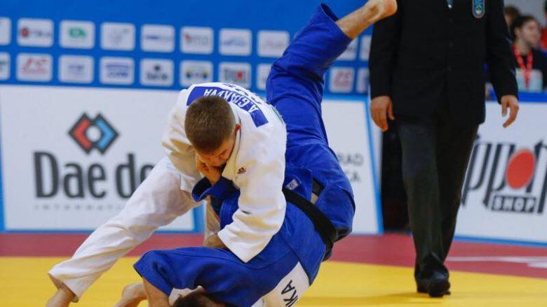 Akil Gjakova i pafat, mjaftohet me medaljen e argjendtë pas humbjes në finale