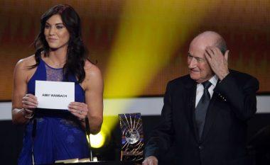 """Blatter akuzohet për ngacmim seksual, Solo: Sepp më kapi për të pasme gjatë ceremonisë së """"Ballon d'Or"""""""