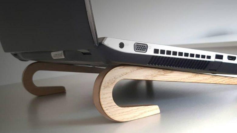 Produkti i studentëve shqiptarë që e lehtëson punën në laptop (Foto/Video)