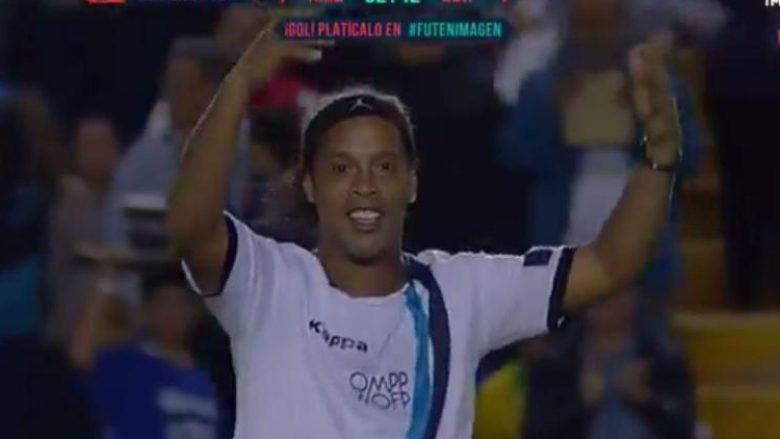 Ronaldinhos nuk i ka humbur klasi, shënon gol fantastik nga rreth 40 metra në një miqësore (Video)