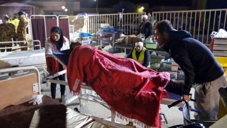 Pas tronditjes vdekjeprurëse, mbi 400 të vdekur, të mbijetuarit e tërmetit kalojnë natën jashtë (Video)