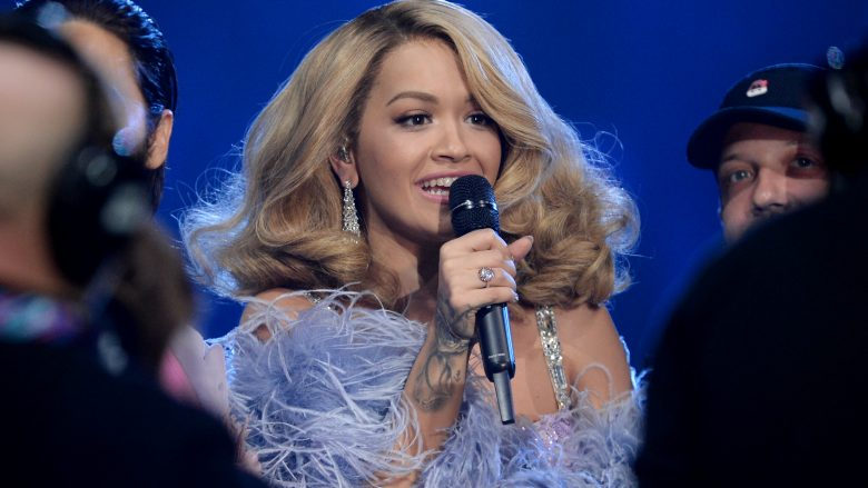 Rita Ora zyrtarizon lidhjen e re? (Foto)