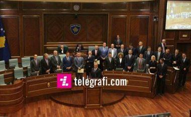 Vendimi për pagat e zyrtarëve qeveritarë: Paga më e vogël 800 euro, më e larta 2,950 euro (Dokument)