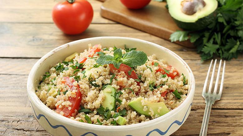 Sallatë me quinoa dhe perime