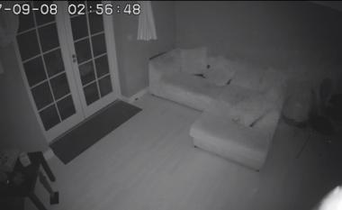 """Momenti drithërues kur një """"fantazmë"""" hyn në një shtëpi që dikur ishte një spital (Video)"""