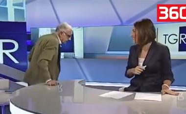 I ftuari çohet në këmbë dhe puth moderatoren në buzë, gjatë transmetimit Live (Video,+16)