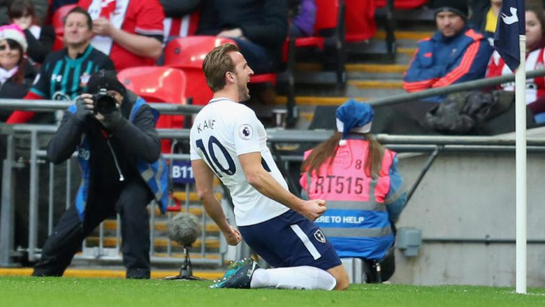LONDON, ENGLAND - DECEMBER 26:  Harry Kane of Tottenham Hotspur celebrates after scoring his sides first goal during the Premier League match between Tottenham Hotspur and Southampton at Wembley Stadium on December 26, 2017 in London, England.  (Photo by Catherine Ivill/Getty Images)