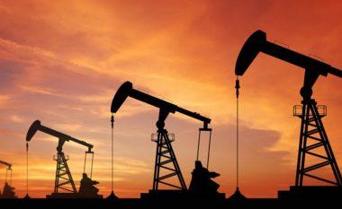 Nafta e papërpunuar po tregtohet në nivelin 54.25 dollarë për fuçi