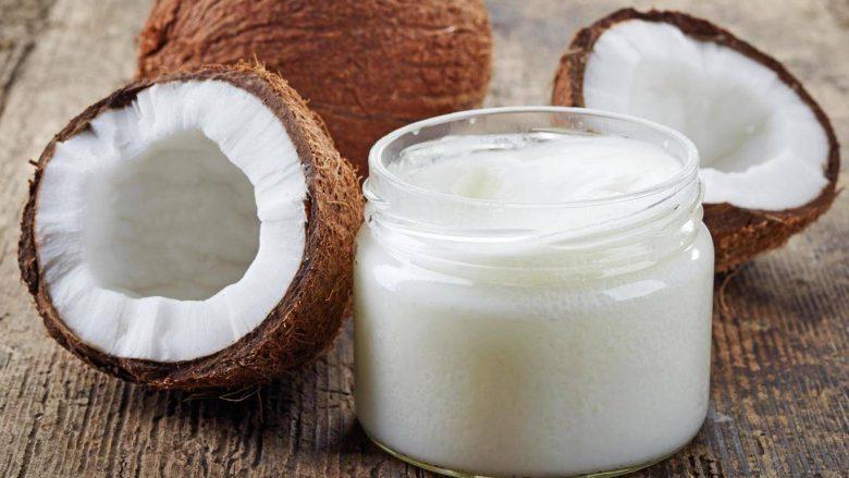 Vaji i kokosit i zvogëlon rreziqet e sëmundjeve të zemrës