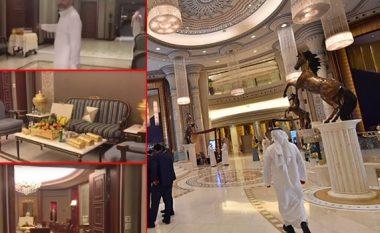 """Princi saudit u tregoi gazetarëve si dukej """"qelia e tij e burgut"""" në hotelin luksoz, thjesht nuk i mungonte asgjë (Foto/Video)"""