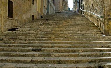 """Kur tapallon Byroni: Nga shkallët e Maltës te """"Luani"""" i Janinës!"""