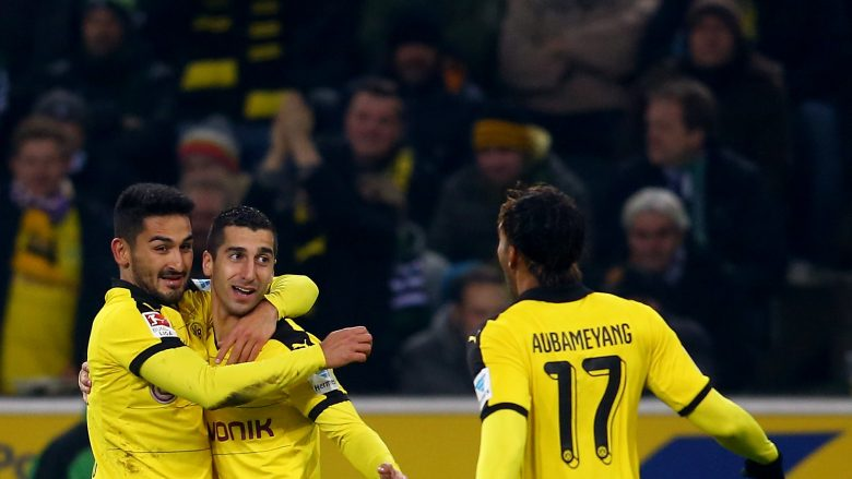 MOENCHENGLADBACH, GERMANY - JANUARY 23: Henrikh Mkhitaryan of Dortmund (C) celebrates the second goal with Ilkay Guendogan (L) and Pierre-Emerick Aubameyang of Dortmund(R) during the Bundesliga match between Borussia Moenchengladbach and Borussia Dortmund at Borussia-Park on January 23, 2016 in Moenchengladbach, Germany.  (Photo by Christof Koepsel/Getty Images For MAN)