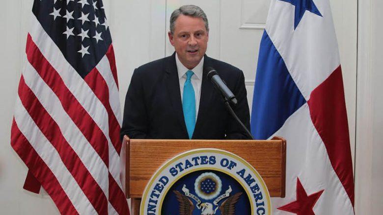 Dorëhiqet ambasadori amerikan në Panama: Nuk mund t'i shërbej Trumpit