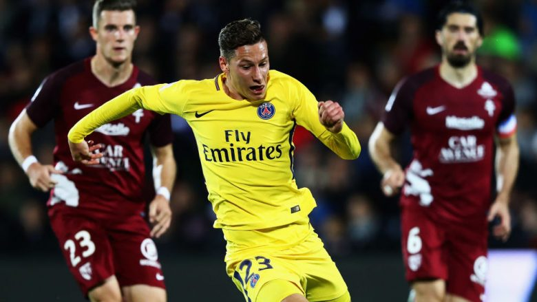 METZ, FRANCE - SEPTEMBER 08:  Julian Draxler of Paris Saint-Germain Football Club or PSG in action during the Ligue 1 match between Metz and Paris Saint Germain or PSG held at Stade Saint-Symphorien  on September 8, 2017 in Metz, France.  (Photo by Dean Mouhtaropoulos/Getty Images)