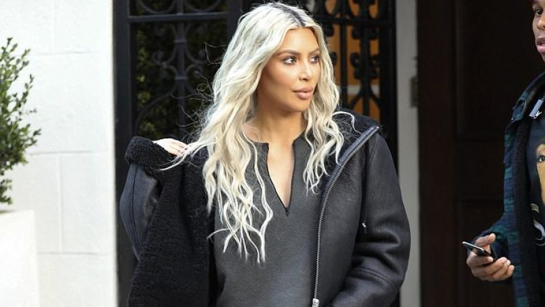 Kim Kardashian duket atraktive dhe sensuale edhe kur është me tuta sportive (Foto)
