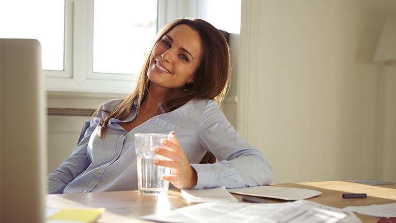 Qeshja dhe një gotë ujë lirojnë tensionin