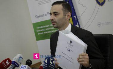 """Ministri Lluka publikon kontratën për """"Kosovën e Re"""" (Video)"""