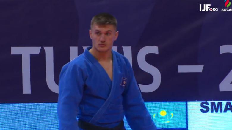 Akil Gjakova i pandalshëm, siguron gjysmëfinalen në Grand Slamin e Parisit