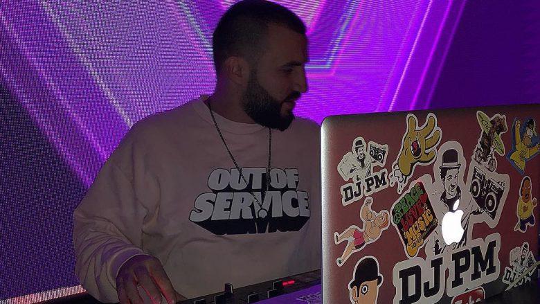 DJ PM dhe Gramo F krijojnë atmosferë 'të ndezur' në koncert me këngë të vjetra (Video)