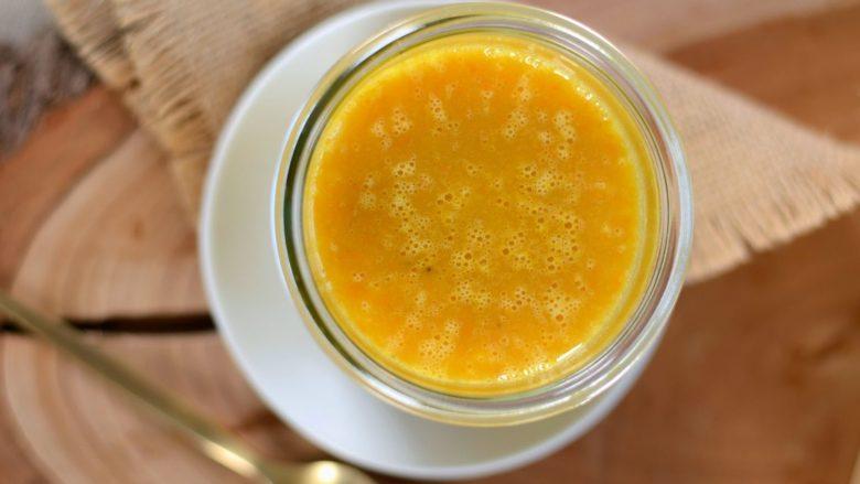 Racioni në gotë – 'smoothie' portokalli me shafran