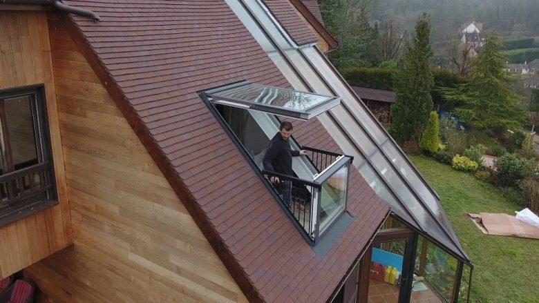 Dritarja që bëhet ballkon, me vetëm dy lëvizje (Video)